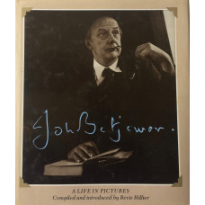 John Betjeman. A Life in Pictures.